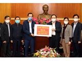 Bộ LĐ-TBXH trao 300 triệu đồng ủng hộ Quỹ phòng, chống dịch Covid-19